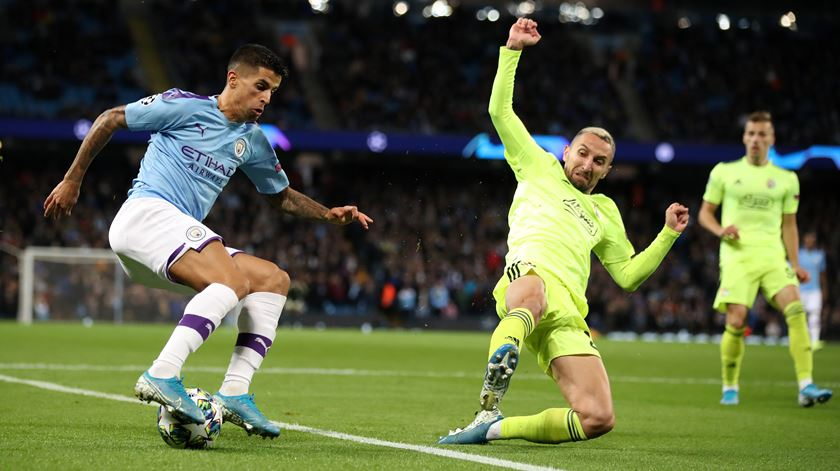 Cancelo coloca Manchester City na lista de candidatos à Liga dos Campeões