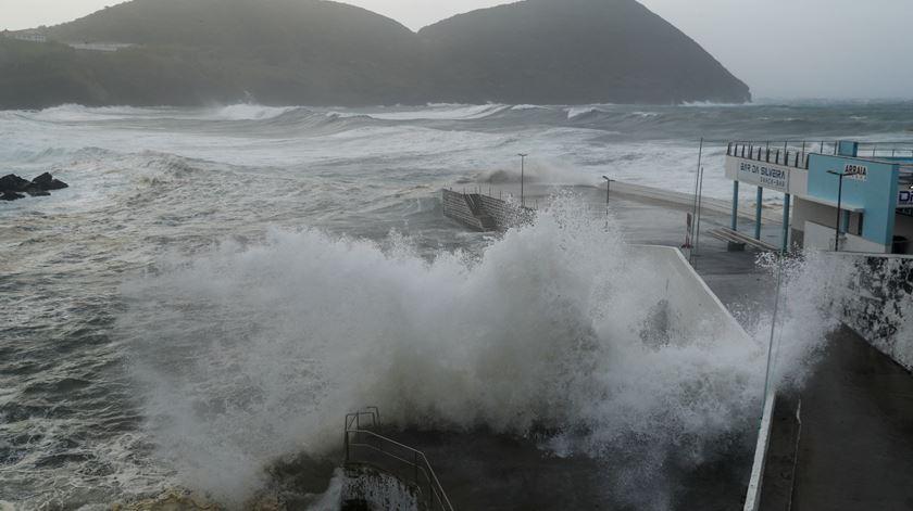 Furacão Lorenzo é o mais forte dos últimos 20 anos nos Açores