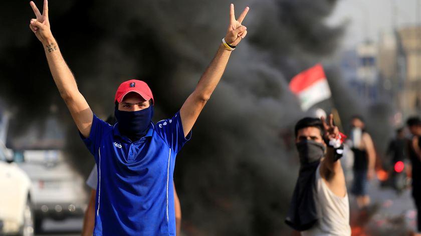 Uma criança e dois manifestantes mortos em segundo dia de protestos no Iraque