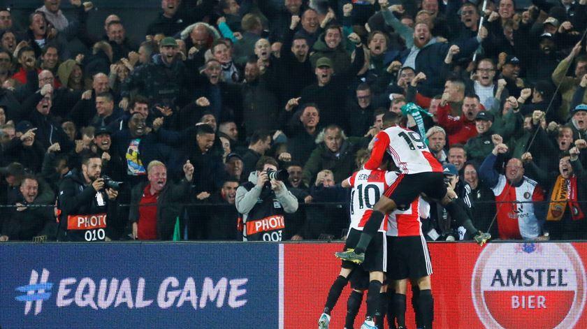 Adeptos do Feyenoord causam estragos na baixa do Porto