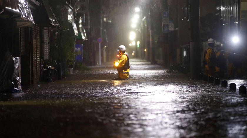 Tufão Hagibis provoca um morto no Japão e cortes de energia em mais de 30 mil casas
