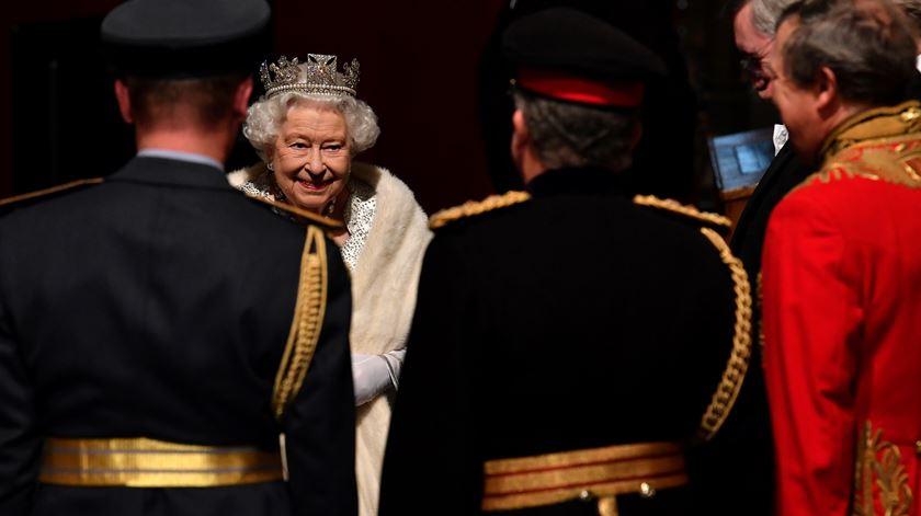 Rainha Isabel II no Parlamento antes de proferir o seu discurso anual. Foto: Paul Ellis/Reuters