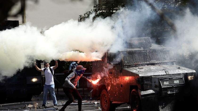 Pelo menos 13 mortos e mais de 700 detidos em vaga de protestos no Chile