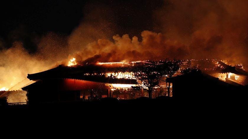 Incêndio destrói Castelo de Shuri, símbolo histórico e cultural de Okinawa
