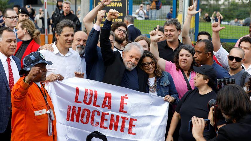O momento em que Lula da Silva saiu da prisão