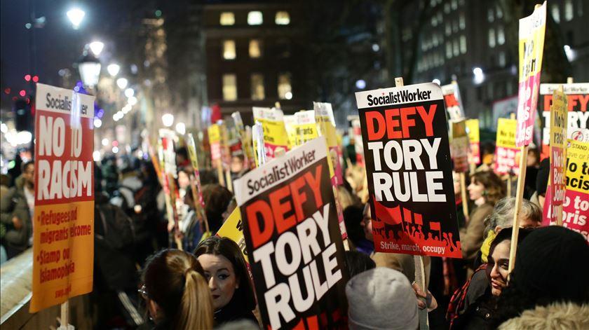 Londres. Vitória de Boris Johnson causa protestos violentos nas ruas