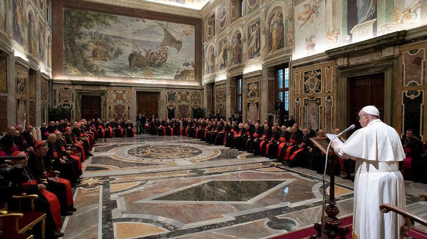 """Papa: """"A Cúria Romana não é um palácio ou um armário cheio de roupas"""""""