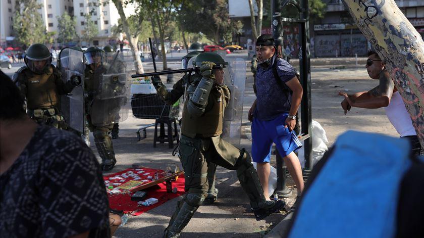 Já morreram 26 pessoas durante as manifestações que perduram há dois meses no Chile