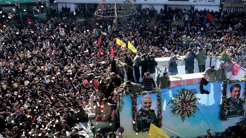 Pelo menos 32 mortos durante cortejo fúnebre de Soleimani
