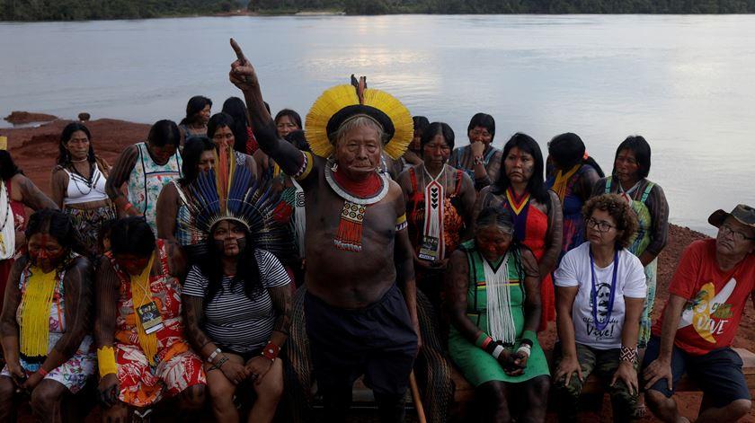 """Indígenas brasileiros reunidos contra Bolsonaro. """"Vivemos um grave momento na nossa história, parece um cenário de guerra"""""""