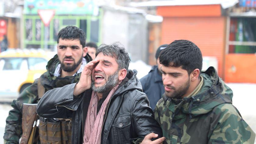 Ataque suicida faz pelo menos seis mortos no Afeganistão