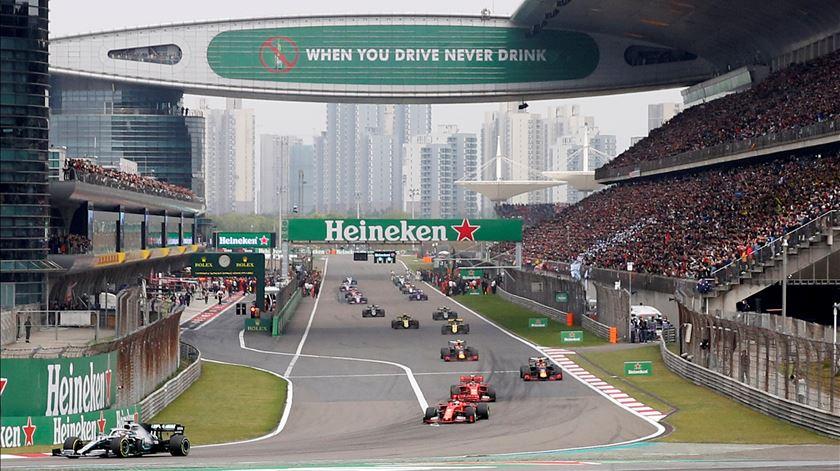 Fórmula 1 baixa custos das equipas. Em 2021 corte será de 17%