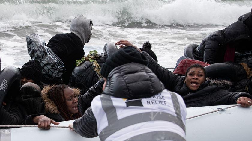 Banksy financia navio para resgate de migrantes no Mediterrâneo