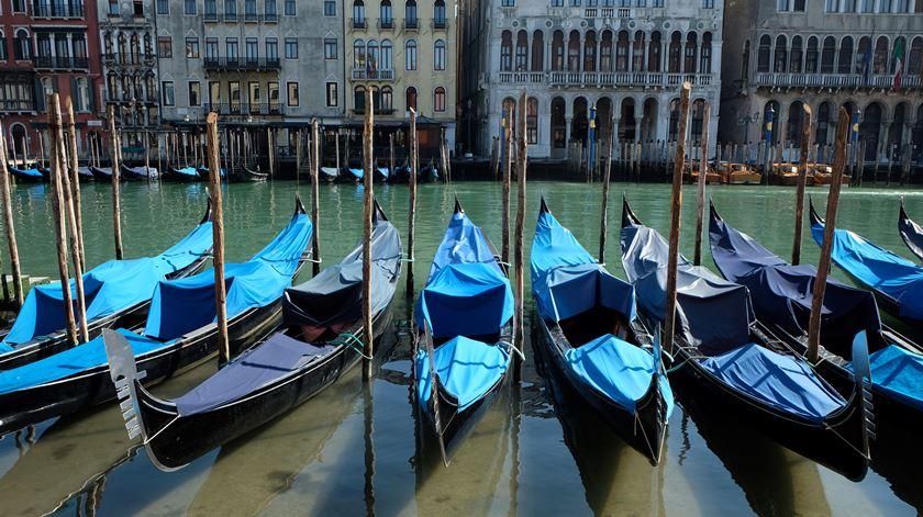 Coronavírus. Quarentena reduz poluição em Itália e canais de Veneza ficam translúcidos
