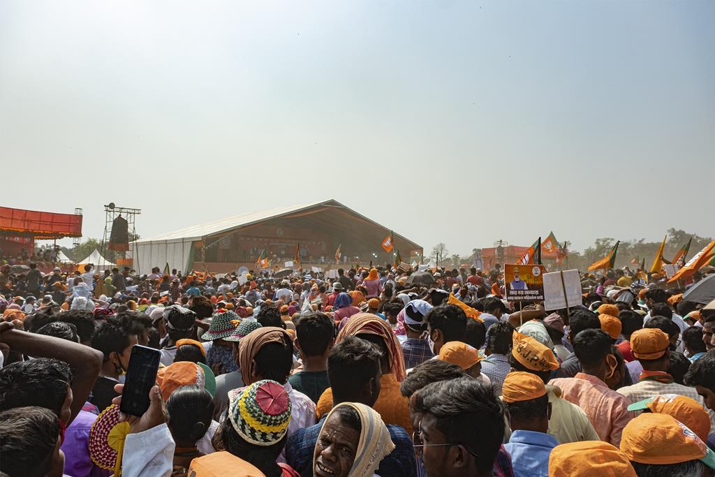 A falsa sensação de segurança levou a que o partido de Modi, o partido Bharatiya Janata, organizasse comícios com o líder e milhares de pessoas. Foto: Dipayan Bose/Reuters
