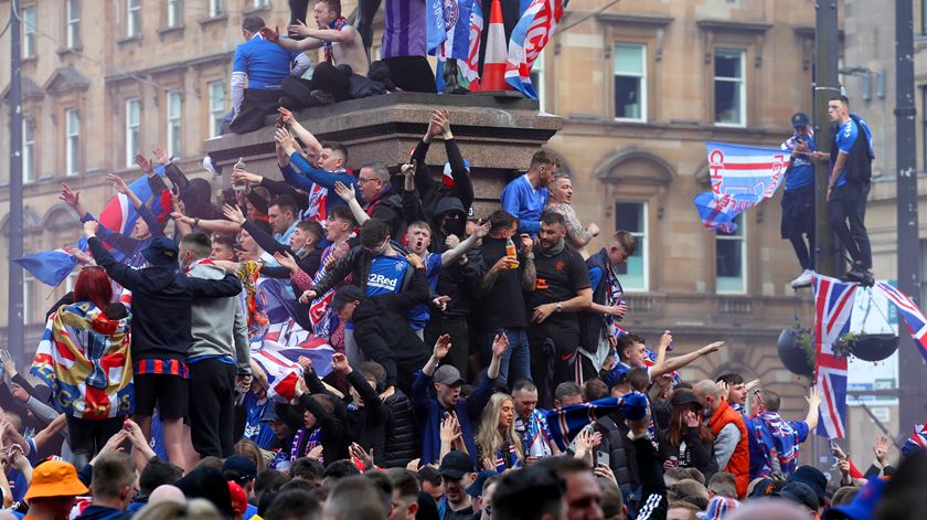 Detenções e ajuntamentos com milhares de pessoas na festa do título do Rangers