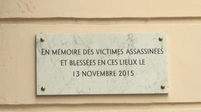 Dois anos depois, Paris dividida entre dever de memória e necessidade de esquecer atentados