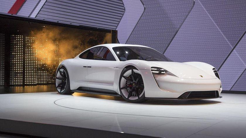 Um segundo de publicidade no Superbowl é mais caro que um Porsche elétrico