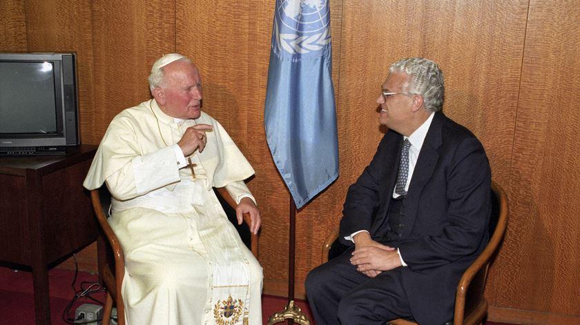 Freitas do Amaral com o Papa João Paulo II em 1995. Foto: Reuters