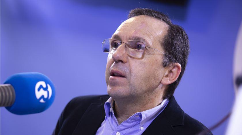 """João Duque: """"O ideal seria os países terem fechado tudo quando a China fechou"""""""