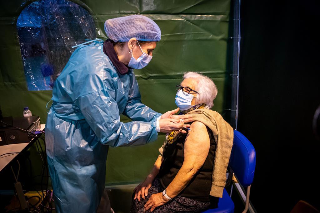 Suzete Prata recebeu a vacina número um milhão. Foto: José Sena Goulão/Lusa