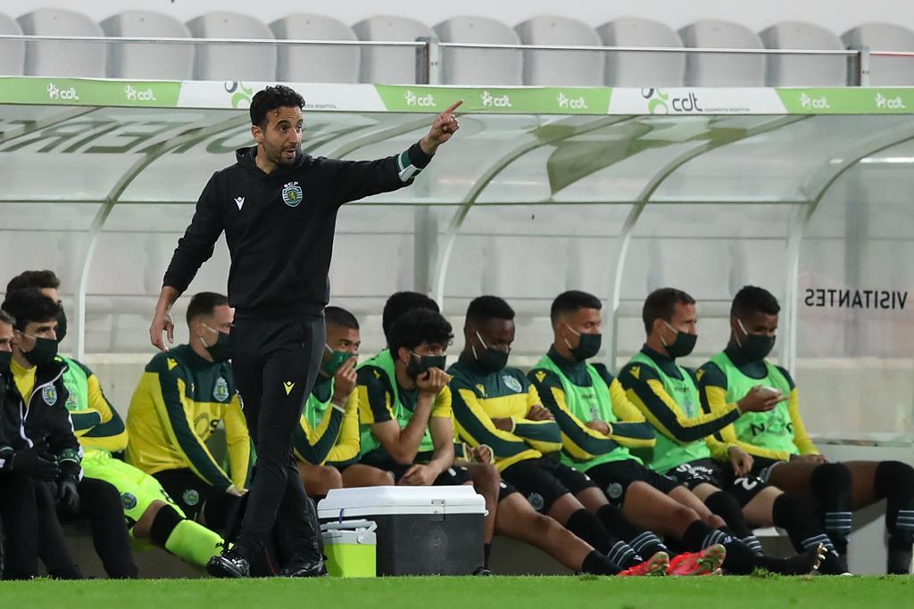 Rúben Amorim acompanhou o jogo desde a bancada, devido a castigo. Foto: José Coelho/Lusa