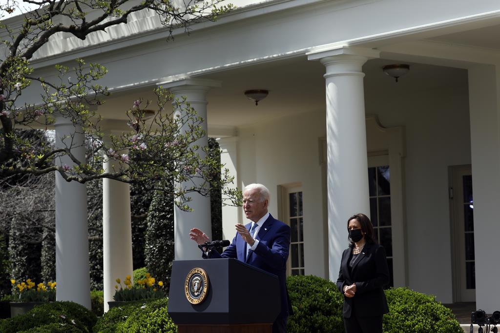 Biden explica o seu plano de regras para controlo de armas de fogo. Foto: Yuri Gripas/Pool/EPA