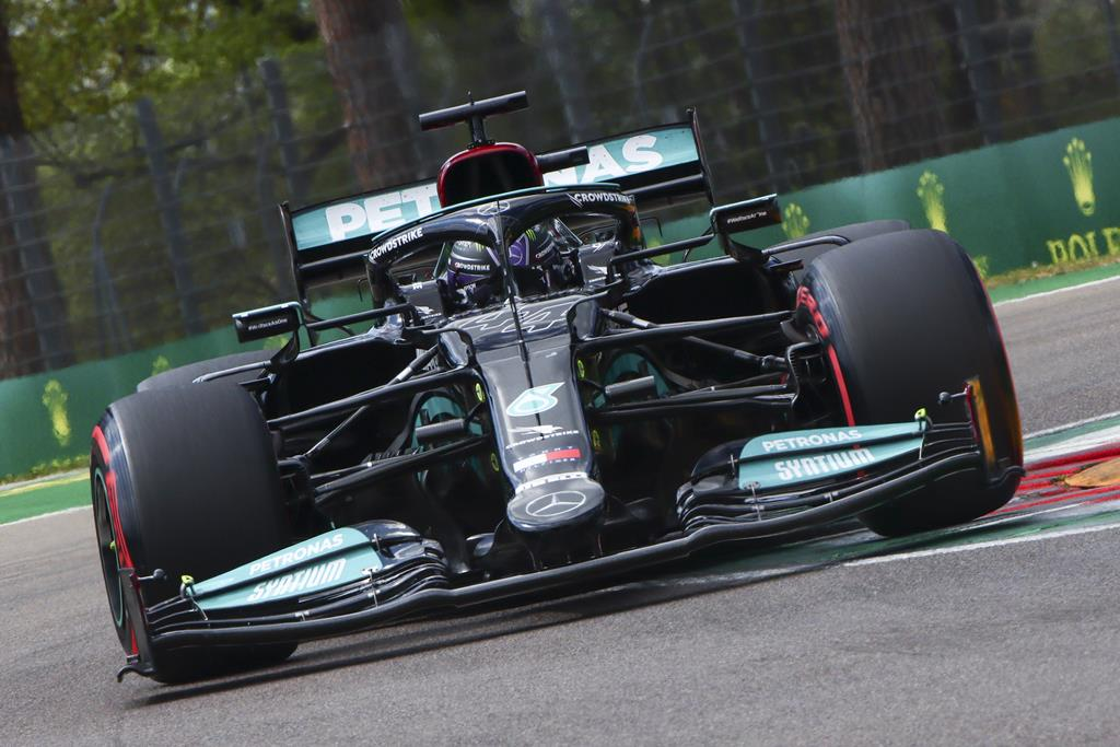 Lewis Hamilton, Mercedes. Fórmula 1, Grande Prémio Emilia Romagna, em Itália. Foto: Davide Gennari/EPA