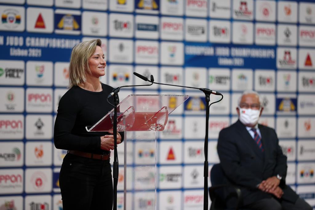Telma Monteiro recebeu medalha de mérito desportivo das mãos de António Costa. Foto: Nuno Veiga/Lusa