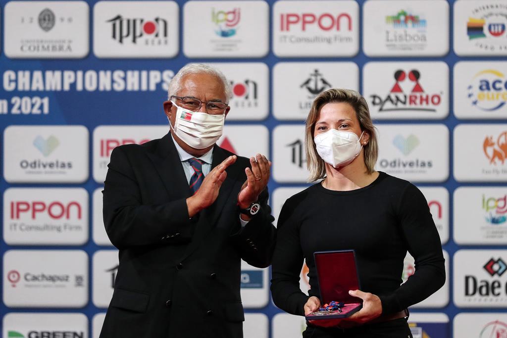 António Costa entregou medalha de mérito a Telma Monteiro. Foto: Nuno Veiga/EPA