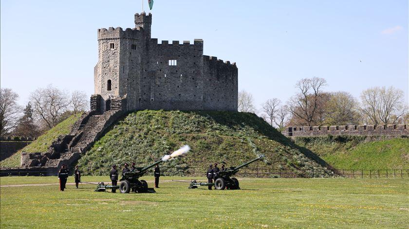 Salva de canhões no castelo de Cardiff. Foto: Sargento Nick Johns Rlc/EPA