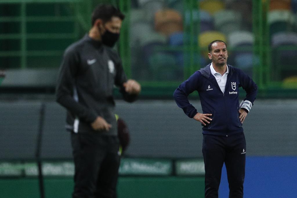 Petit foi expulso com o Paços de Ferreira e falha os últimos jogos do campeonato. Foto: Antonio Cotrim/Lusa