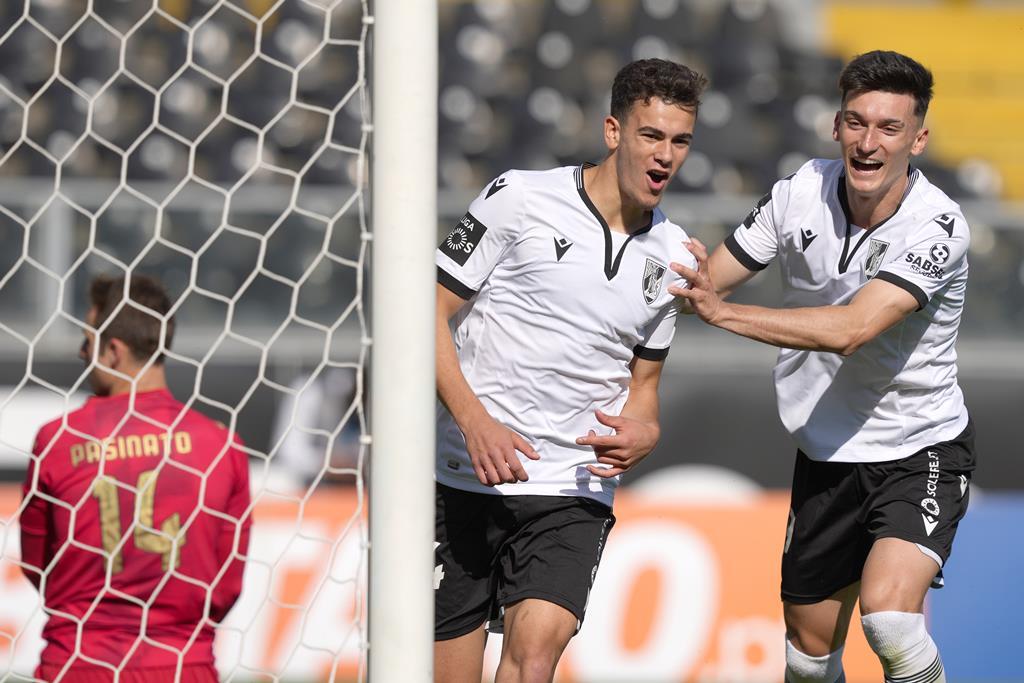 Pepelu celebra com André Amaro o primeiro golo. Foto: Hugo Delgado/Lusa