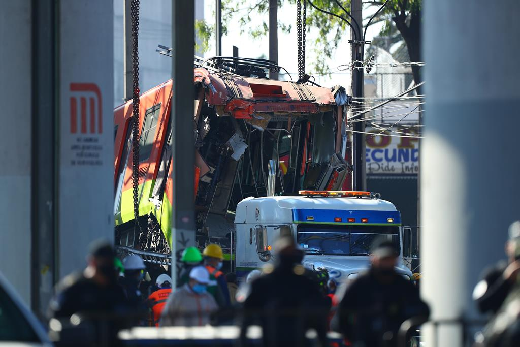 Colapso do viaduto do metro fez pelo menos 24 mortos e 79 feridos.  Foto: Carlos Ramirez/EPA