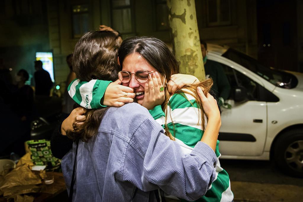 Adepta do Sporting em lágrimas, no Marquês de Pombal, após a conquista do título. Foto: José Sena Goulão/Lusa