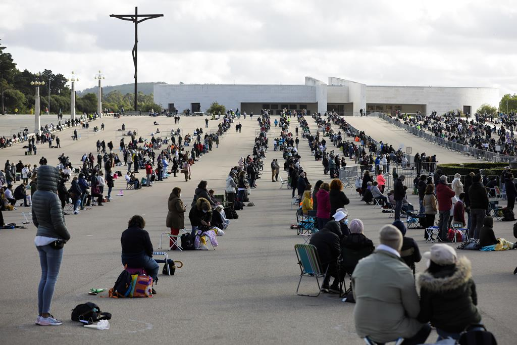 Peregrinos em Fátima em 2021, com redução de lotação. Foto: Paulo Cunha/Lusa