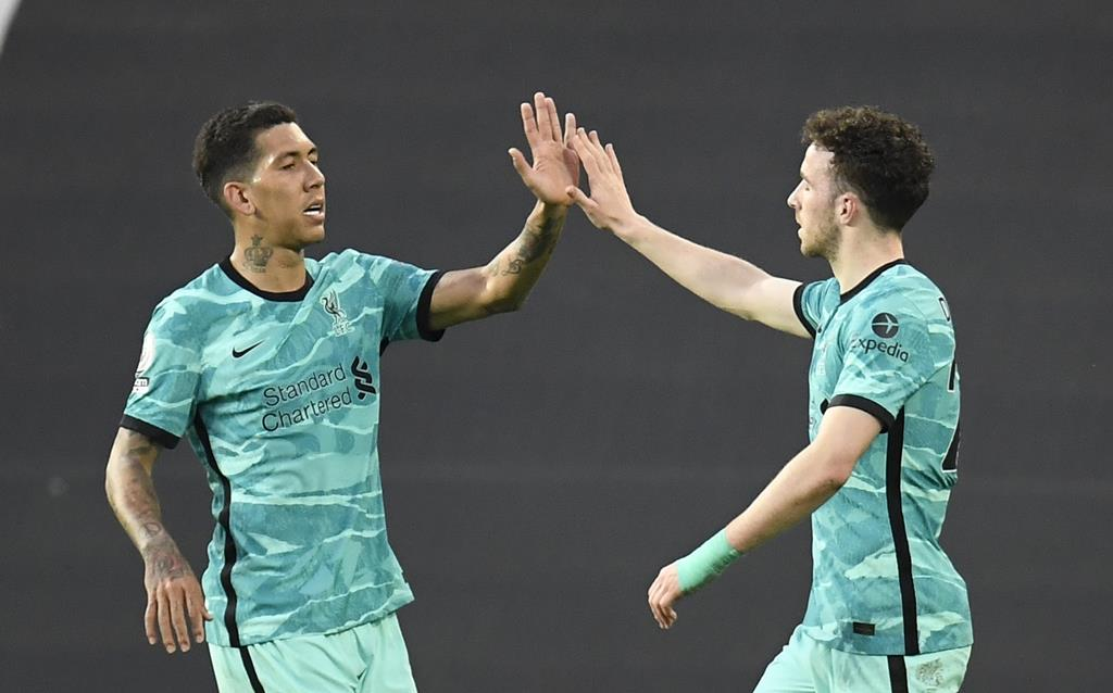 Diogo Jota e Firmino marcaram golos do Liverpool contra o Manchester United. Foto: Peter Powell/EPA