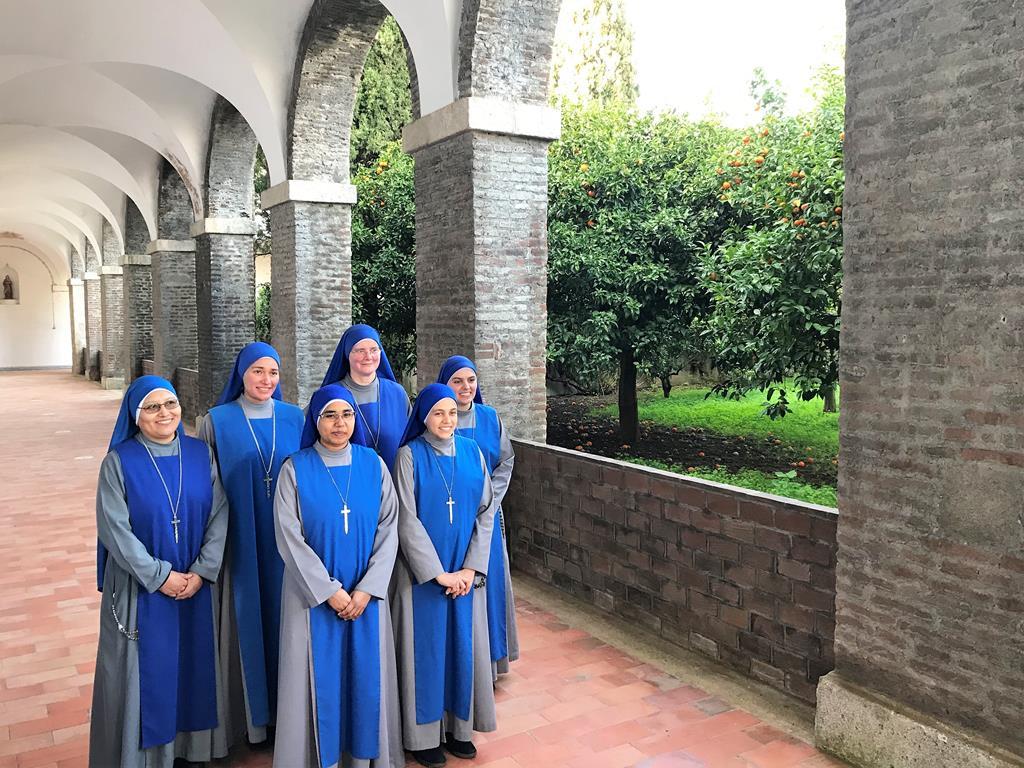 Seis das oito irmãs que vão habitar na Cartuxa. Foto_Rosário Silva