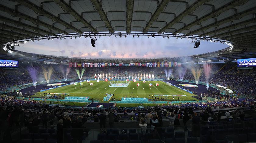 Use as setas para ver as imagens da cerimónia de abertura do Euro 2020. Foto: Andrew Medichini/Pool/EPA