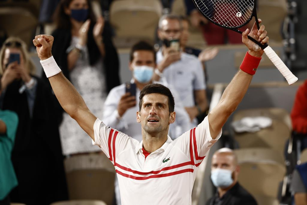 A felicidade de Novak Djokovic. Foto: Yoan Valat/EPA