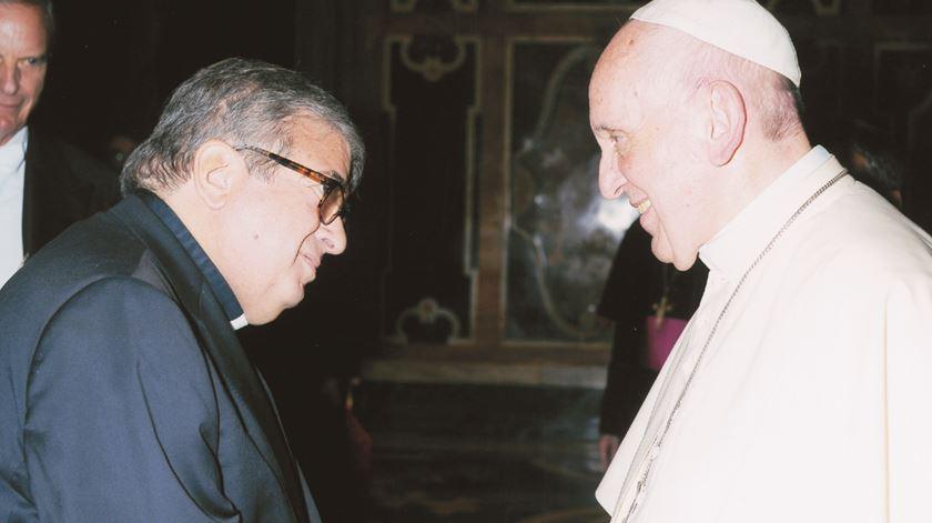 O padre João Seabra com o Papa Francisco. Foto: Editora Dom Quixote