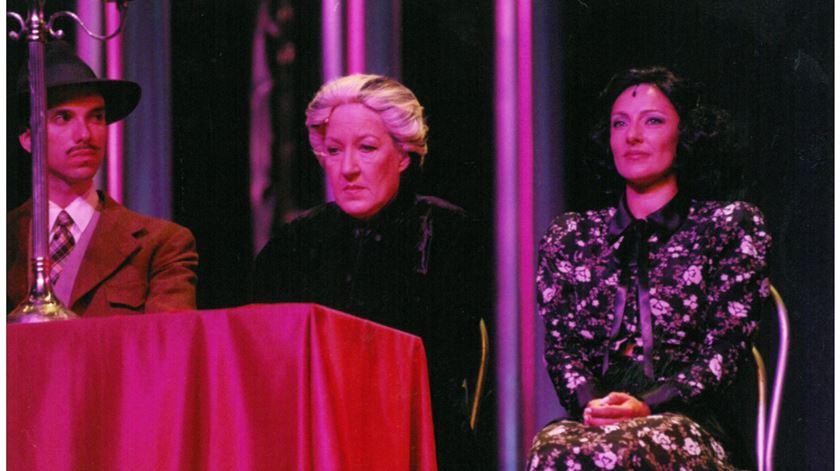 Mariema, ao centro. Foto: DR/Facebook do Teatro Politeama