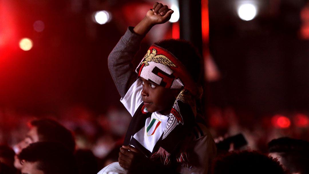 Dezenas de milhares de adeptos encheram o Marquês de Pombal para celebrar a conquista do Benfica e receber a equipa. Foto: Joana Gonçalves/Renascença