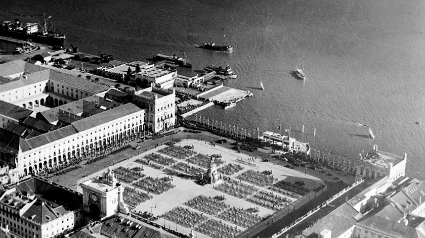 Vista aérea da estação Sul e Sueste, 1940-59, autoria de António Passaporte. Foto: Associação  de Turismo de Lisboa