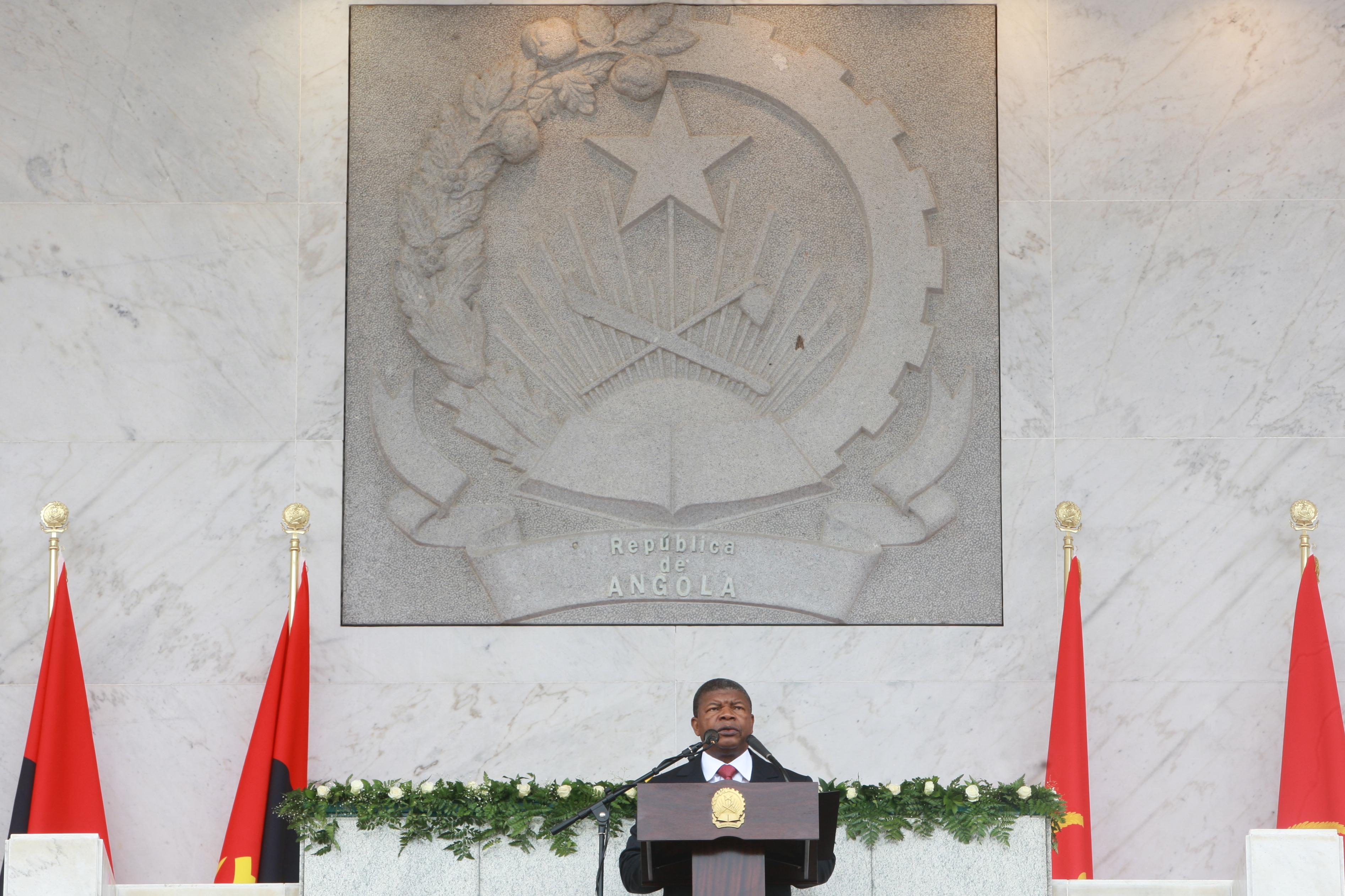 Polícia angolana com ordens para combater venda de divisas nas ruas