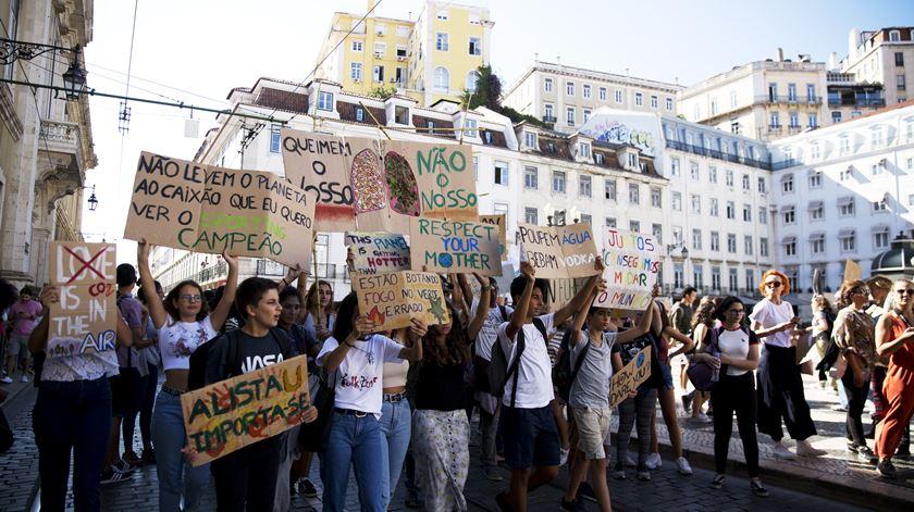 Greve climática. Jovens portugueses voltam a sair à rua pelo ambiente a 13 de março