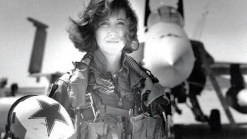 """A piloto com """"nervos de aço"""" que virou heroína do voo da Southwest Airlines"""