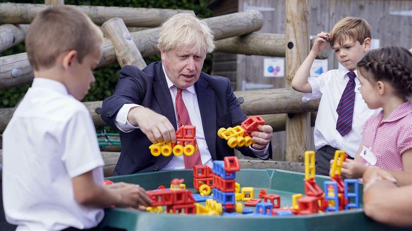 Reino Unido. Boris determinado em reabrir escolas em setembro