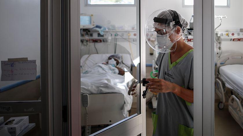 OE 2021 deverá incluir subsídio para profissionais de saúde que lidam com doentes Covid-19