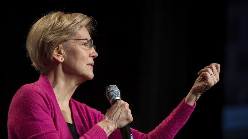 Após derrotas na superterça-feira, Elizabeth Warren abandona corrida à Casa Branca